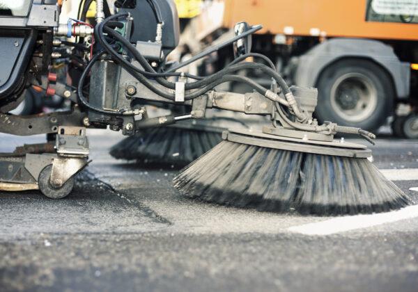 Alternatywne sterowanie dla śmieciarek i zamiatarek. Na czym to polega?